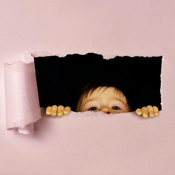 Kind kijkt door gaatje, illustratie gezichtszin
