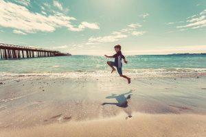 Jongen op strand, illustratie bewegingszin