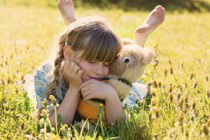 Meisje met knuffelbeer, illustratie levenszin